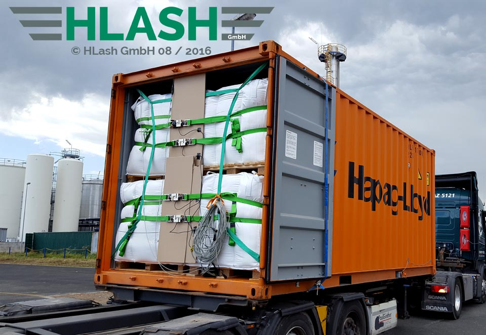 Rückhaltesystem von HLash GmbH für Weichverpackungen zur Ladungssicherung im Container