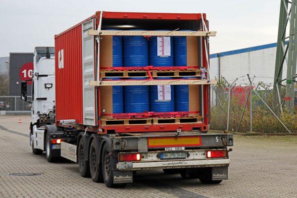 Prüfareal LKW Container Fassladung